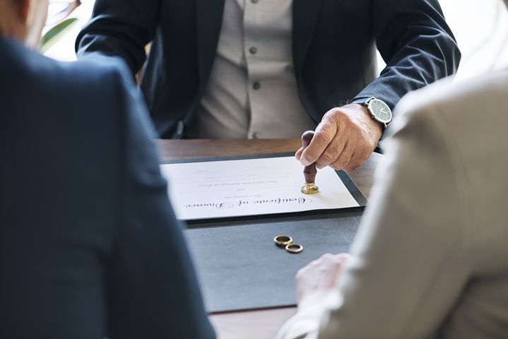 best divorce lawyer in Sydney assisting a couple in their divorce